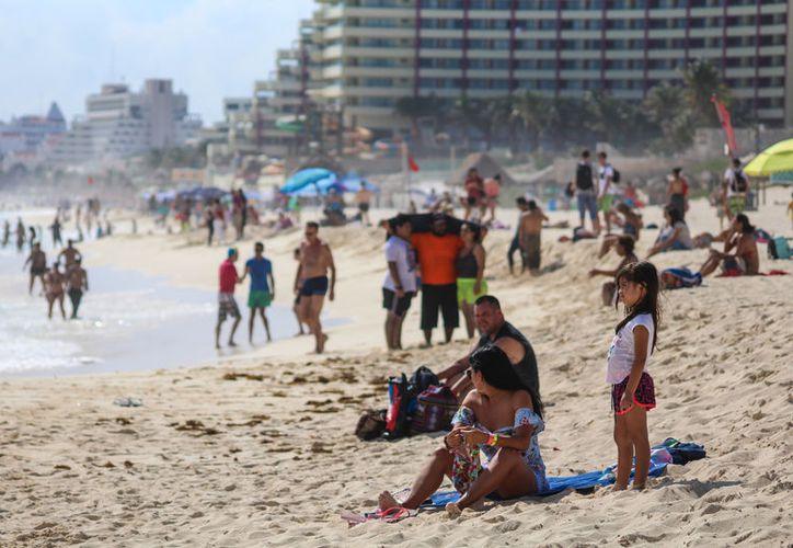 El gobierno federal debe contratar personal especializado para el manejo de la promoción turística internacional. (Karim Moisés/SIPSE)