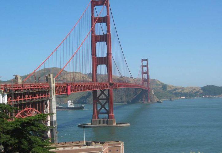 Al mes, unas dos personas mueren al saltar del puente. (pachd.com)