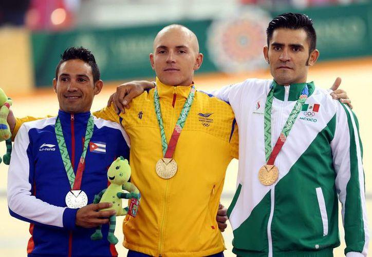 El ciclista mexicano Luis Fernando Macías obtuvo la medalla de bronce en la carrera por puntos del ciclismo en los Juegos Centroamericanos y del Caribe.  (Notimex)