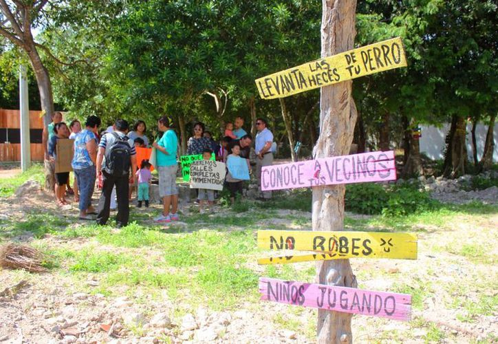 Diversas personas realizaron una marcha por el tema de inseguridad, manifestando ser víctimas de secuestro, asaltos y robos en vía pública. (Daniel Pacheco/SIPSE)