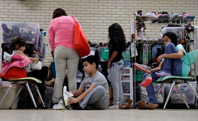 Imagen del 13 de noviembre de 2016, que muestra a migrantes centroamericanos en un centro comunitario de Río Grande Valley, fronterizo con McAllen, Texas. (AP/Eric Gay)