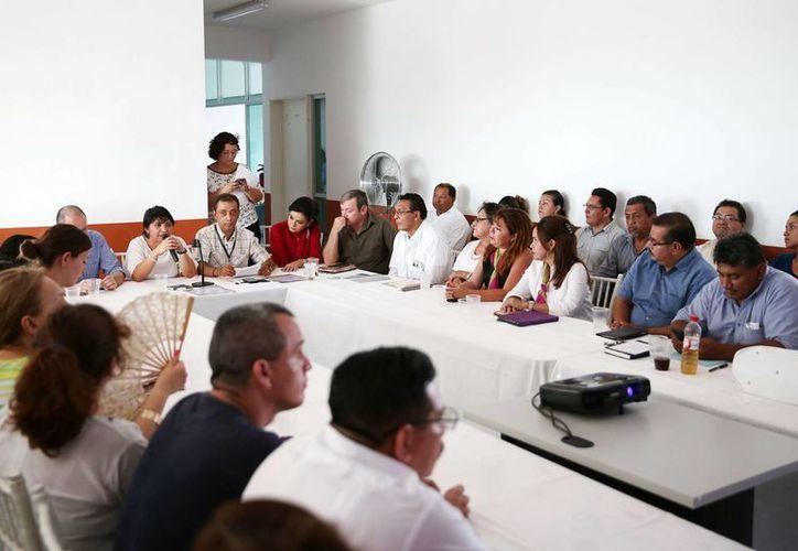 En la primera mesa de trabajo realizada en Kanasín para la prevención de adicciones, dentro del programa Escudo Yucatán, los asistentes comentaron que no es suficiente enfocar programas en adolescentes sino hacerlo a nivel preescolar. (Milenio Novedades)