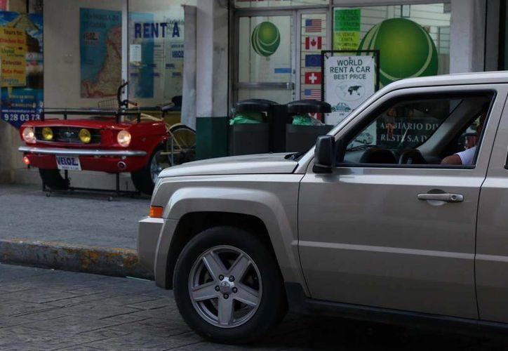 Autos en renta, un servicio muy utilizado por el turismo nacional. (José Acosta/Milenio Novedades)