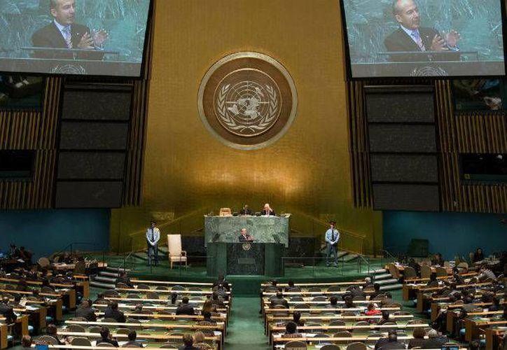 Imagen del expresidente Calderón al hablar ante los asistentes a la Asamblea de la ONU. (Archivo/Presidencia)