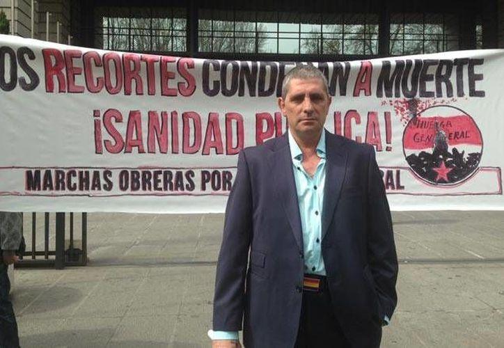 Mario Cortés asegura que de no recibir su tratamiento contra la hepatitis C del genotipo cuatro podría morir. (publico.es)