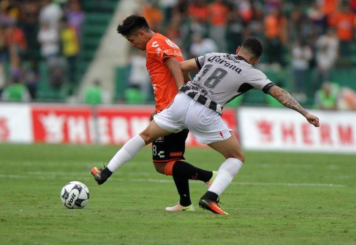 Chiapas rescató un empate 2-2 ante los Rayos, en partido por la fecha 11 del Torneo Apertura 2016 de la Liga MX. (Notimex)