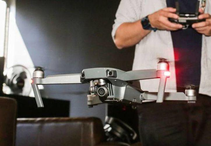El Mavic Pro estará disponible a partir del 15 de octubre a un precio de mil dólares con control remoto. (cnet.com)