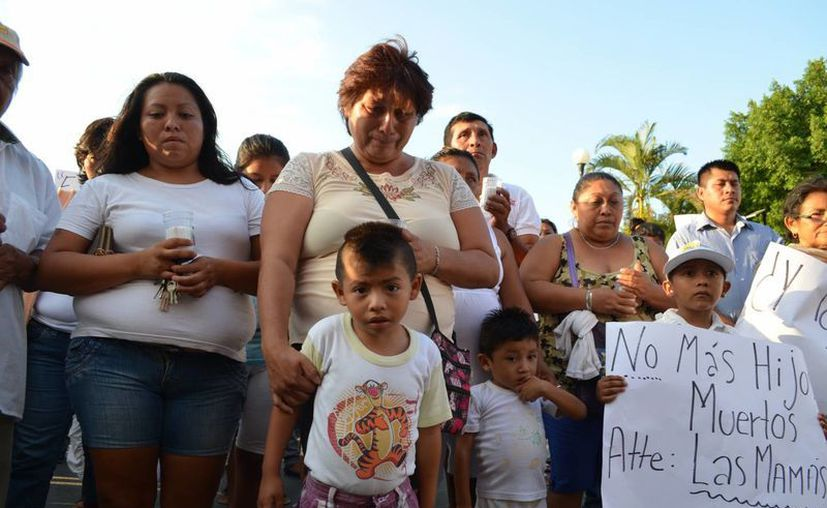 Vecinos de Kanasín realizaron el miércoles por la tarde una marcha por la paz y para exigir que se acaben las muertes por enfrentamientos entre pandillas. (SIPSE)