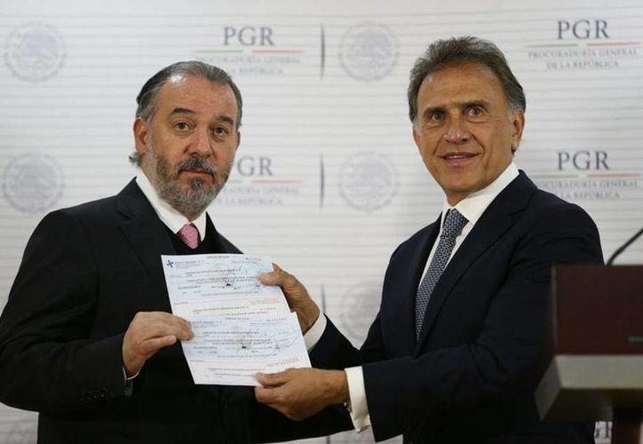 Hasta el momento, la PGR entregó 412 millones de pesos al gobierno del estado de Veracruz, ahora encabezado por Miguel Ángel Yunes. (Facebook/Miguel Ángel Yunes)