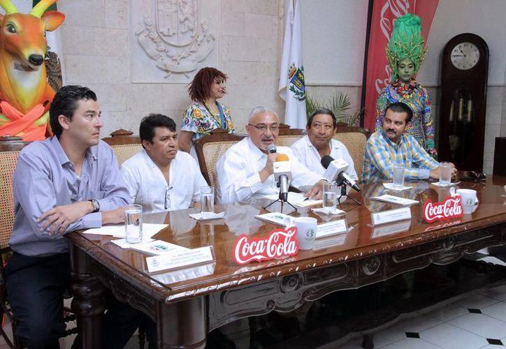 Artesanos de Colombia junto con 124 artesanos locales y de otros estados participarán desde el próximo 24 de julio en la Feria Artesanal  Municipal Tunich 2015 de Dzityá. En la foto, la presentación del evento. (SIPSE)