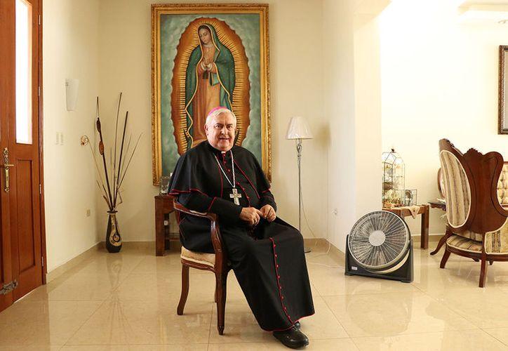 Mons. Emilio Carlos Berlie Belaunzarán destaca el amor que siente hacia la Virgen María. (Imágenes: José Acosta/Milenio Novedades)