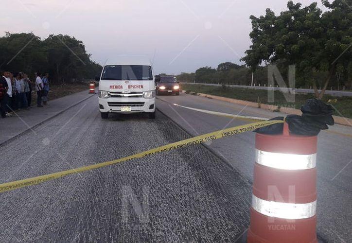 El conductor de la Van se detuvo intentando auxiliar al motociclista. (Novedades Yucatán)