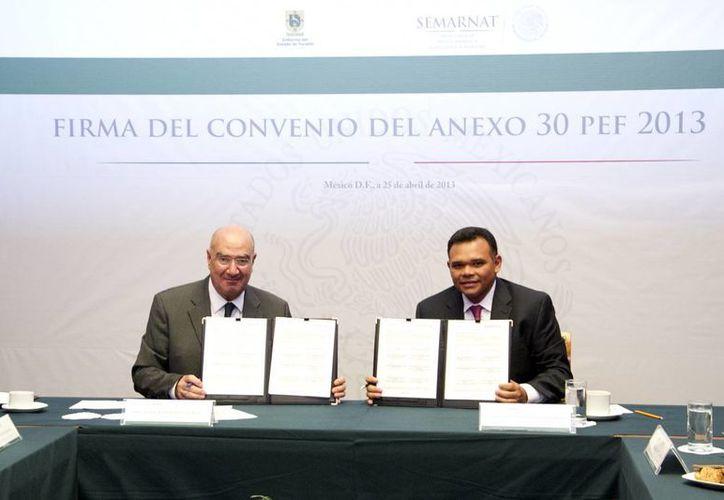 El Gobierno de Yucatán y la Semarnat firmaron ayer un convenio para la liberación de 184 mdp destinados a proyectos forestales y la conservación del entorno. (Cortesía)