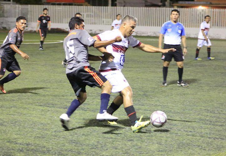 En otros encuentros, los Felinos de Nicolás Bravo vencen 2-0 a Materiales Los Kerrech. (Miguel Maldonado/SIPSE)
