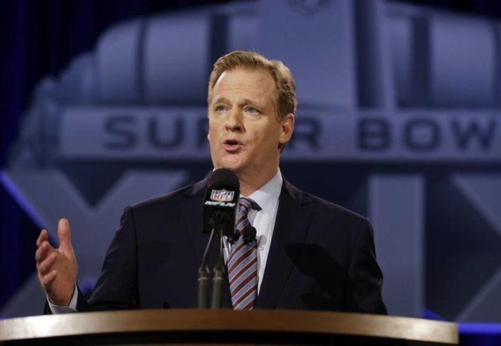 El comisionado Roger Goodell dijo que los Patriots de Nueva Inglaterra podrían encarar sanciones mayores si la investigación de la NFL determina que violaron el reglamento al desinflar balones. (Foto: AP)