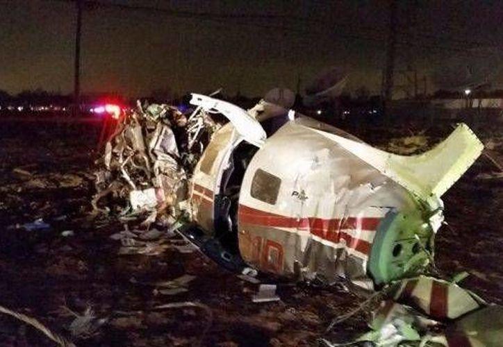 Una avioneta Piper PA-46 se estrelló contra una torre de televisión cerca del aeropuerto Preston Smith, en Lubbock, Texas. (kcbd.com)