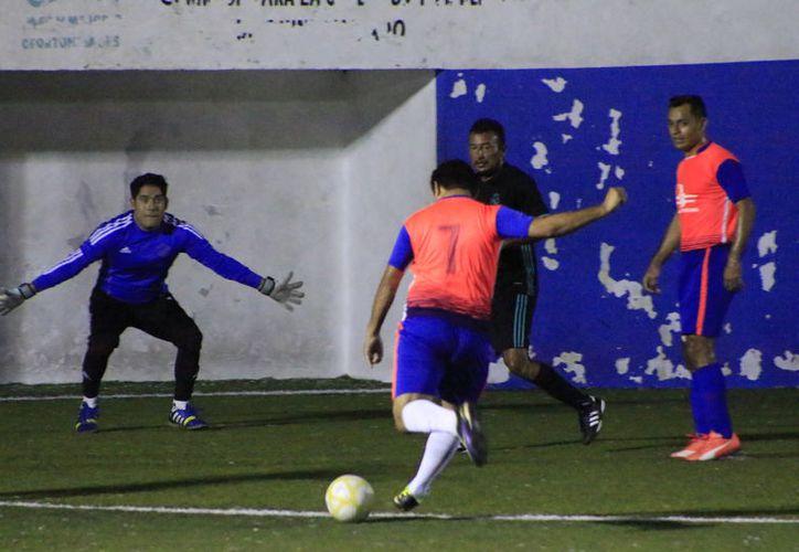 Las principales rivalidades que se mantienen en este torneo es el del Deportivo UNE y CAPA, quienes podrían verse las caras en la ronda de semifinales. (Miguel Maldonado/SIPSE)
