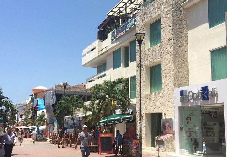 El  Consejo Coordinador Empresarial propone crear un reglamento para mejorar la imagen urbana de la zona turística de Playa del Carmen. (Adrián Barreto/SIPSE)