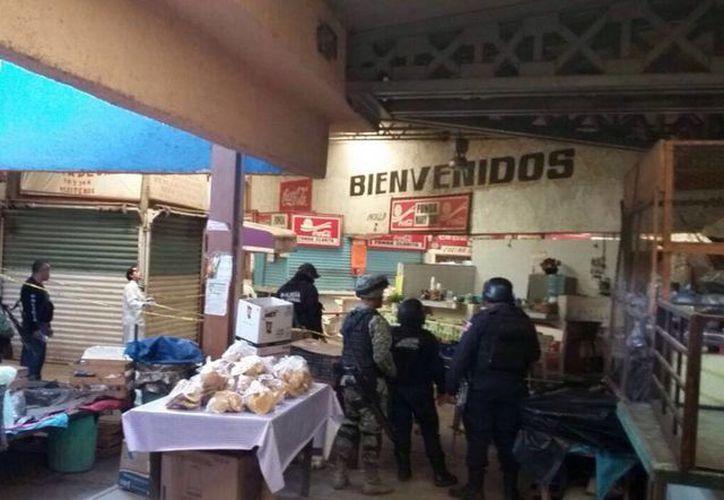 En el lugar irrumpió un grupo armado que disparó con armas de grueso calibre por la espalda a los policías. (twitter/@elsurdeguerrero)