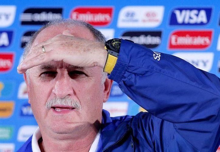 Scolari comandó a Brasil a ganar el Mundial de Corea-Japón en 2002, pero en Brasil 2014 se quedaron en cuarto sitio con goleada histórica incluida. (EFE)