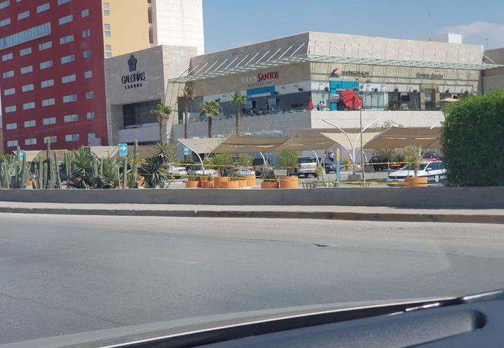 El ataque ocurrió en esta plaza comercial. (Internet)