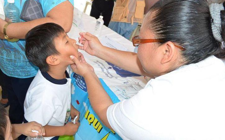 Las autoridades de salud le recuerdan a los padres de familia que las vacunas que se apliquen no tendrán ningún costo. (Redacción/SIPSE)