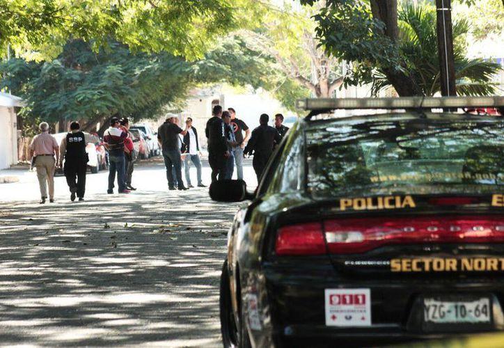 Elementos de la Secretaría de Seguridad Pública cerraron las calles cercanas el lugar en donde un hombre realizó disparos al aire, cerca del Consulado de EU, en Mérida. (Jorge Acosta/Milenio Novedades)