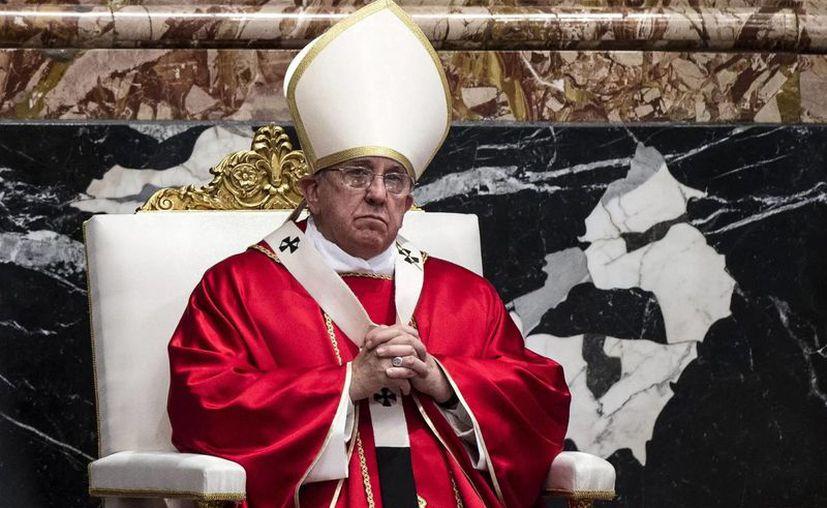 """Durante su tradicional audiencia de los miércoles, el Papa denunció la """"dramática realidad"""" y """"la criminalidad"""" que existe tras el tráfico de drogas. Imagen del Pontífice durante la celebración de una misa en el Vaticano. (EFE/Archivo)"""