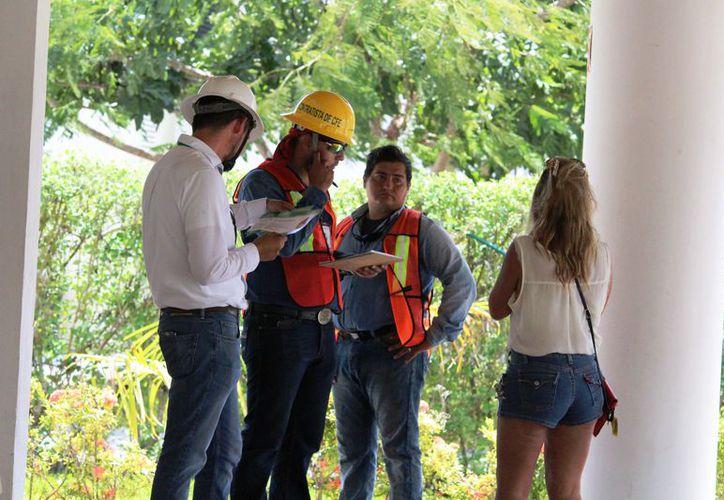 Vecinos se niegan al cambio de medidores por falta de notificación. (Octavio Martínez/SIPSE)