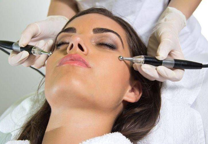 Para las personas que padecen este trastorno los tratamientos de dermatología cosmética son una solución. (Foto de Contexto/medicbook.com.mx)