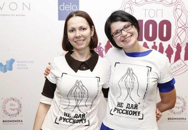 La campaña virtual está acompañada por la venta de camisetas con el ya famoso lema a favor de la abstinencia sexual contra los rusos y dos manos dando forma a lo que parece el sexo de la mujer. (Internet)