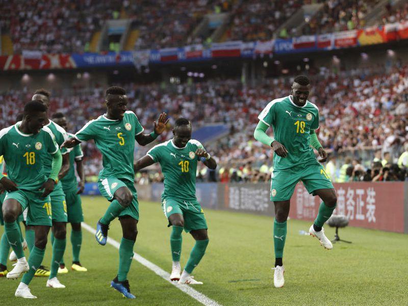 Senegal se llevó sus primeros tres puntos en la Copa del Mundo, a costa de una insegura y desconcentrada Polonia (Foto: AP)