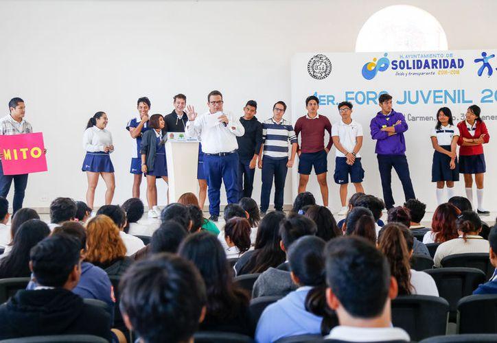 """El """"Primer Foro Juvenil 2018"""" se llevó a cabo en el Auditorio Municipal """"Leona Vicario"""". (Redacción/SIPSE)"""