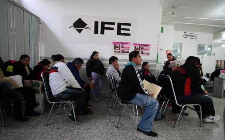 Desde el 1 de septiembre y hasta el 15 de diciembre se lleva a cabo en todo México una campaña para actualizar el padrón electoral. (Foto de contexto de SIPSE)