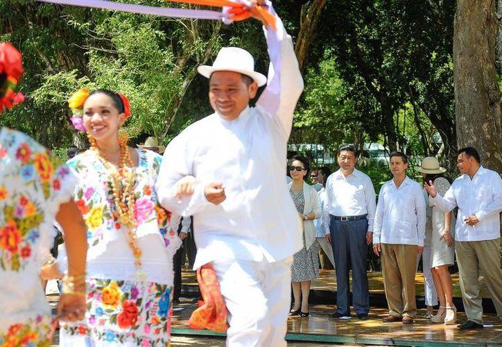 Más de 380 artistas ofrecieron una muestra de la riqueza cultural de Yucatán  al presidente de China Xi Jinping y su esposa, Peng Liyuan, en su vista al estado. (Cortesía)