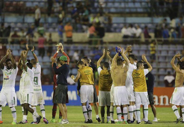 Chapecoense consiguió su primera victoria histórica, en su debut en la Copa Libertadores 2017.(Fernando Llano/AP)