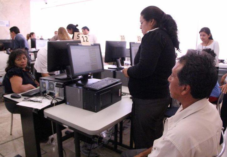 Preparan a los contadores para enfrentar las revisiones electrónicas del SAT. (Milenio Novedades)