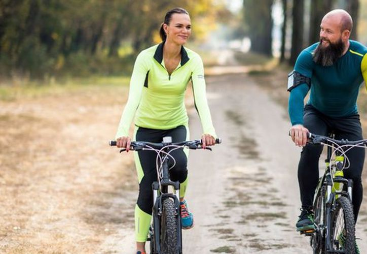 Rutinas sencillas como caminar, trotar, hacer bicicleta o nadar, pueden hacer la diferencia en su estado de ánimo. (Foto: Internet)