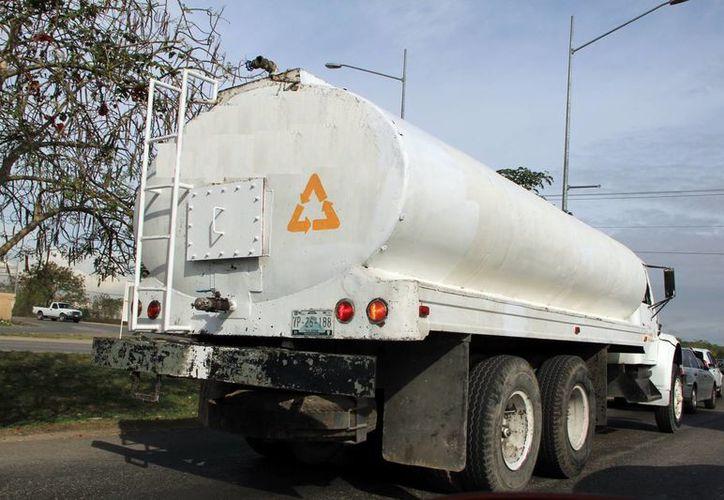 Transportistas aseguran que cada vez es menos redituable su labor por los altos costos que enfrentan. (José Acostas/SIPSE)