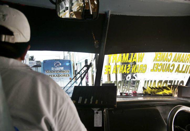 Los transportistas señalan que al día gastan mil 200 pesos por unidad en combustible. (Milenio Novedades)