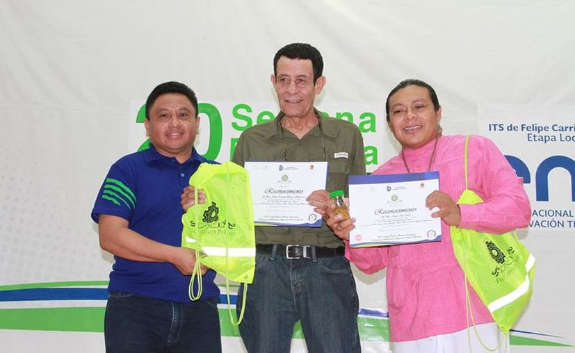 Los participantes recibieron un reconocimiento. (José Chi/SIPSE)