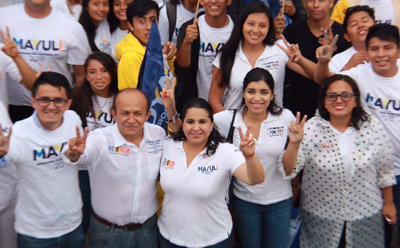 La candidata Mayuli Martínez realizó un volanteo y una caminata por las calles de la isla de las golondrinas. (Foto: Redacción)