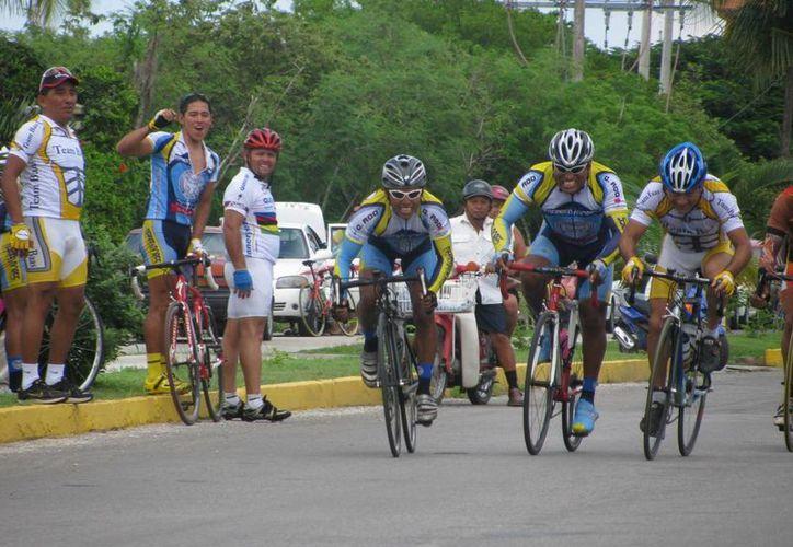Trataban de obtaculizar la participación del fiel representante de Othón P. Blanco, Jorge Flores, al igual que Manuel Ayala Balam, ciclista de Cozumel. (Alberto Aguilar/SIPSE)