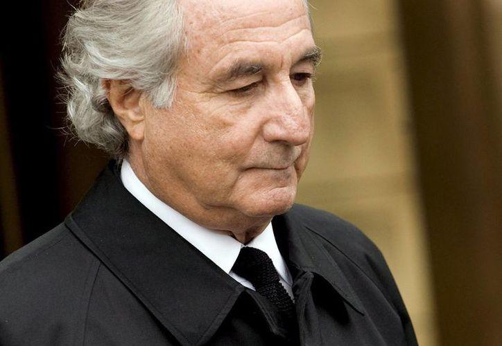 Madoff gana 40 dólares mensuales limpiando computadoras. (EFE)