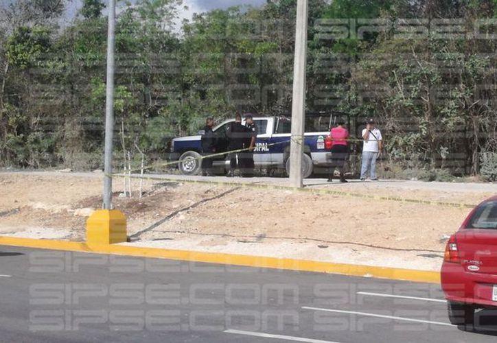 La zona se encuentra acordonada por los elementos policíacos. (Redacción7 SIPSE)