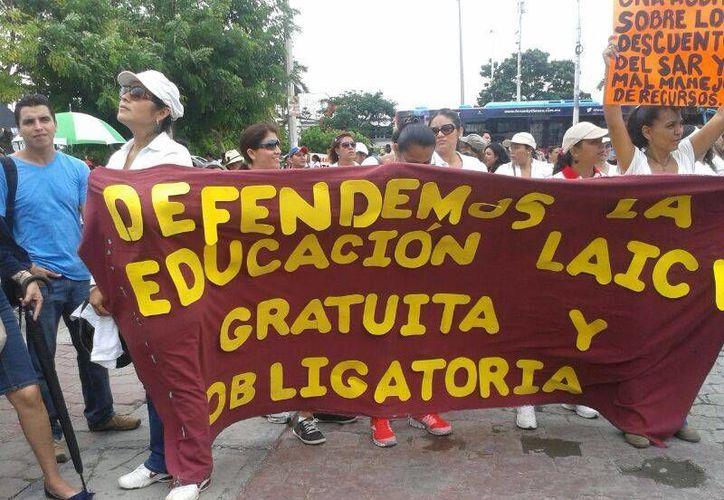 Aproximadamente 1500 maestros participaron en la manifestación de Cancún. (Jazmín Ramos/SIPSE)