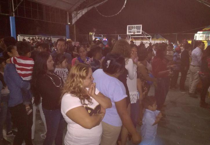 En la elección de la reina participaron más de 400 personas. (Juan Rodríguez/SIPSE).
