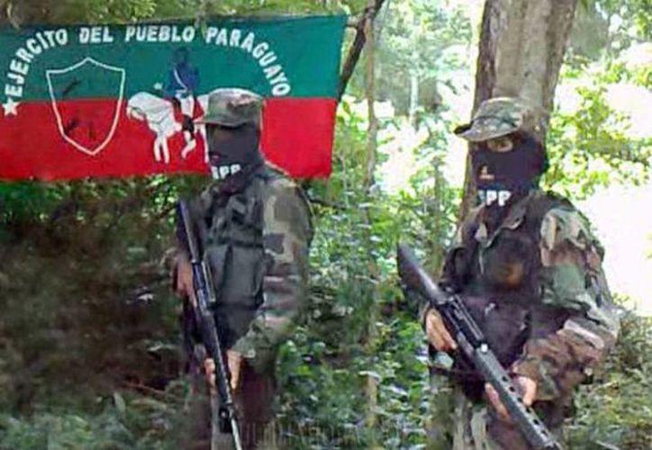 El Ejército del Pueblo Paraguayo entregó a los peones un panfleto en el que advierte que fusilará a aquella persona que tale árboles para cultivar soja. (Foto de contexto tomado de andes.info.ec)