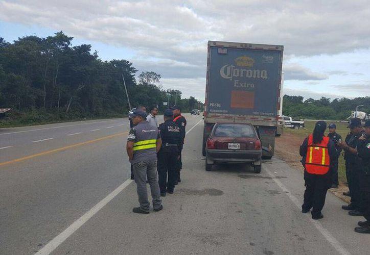 La conductora de la unidad fue trasladada al hospital PlayaMed, donde minutos más tarde falecció. (Redacción/SIPSE)