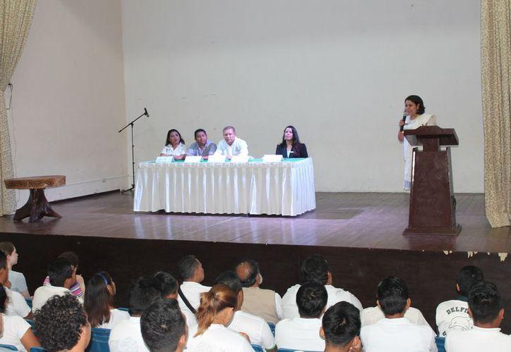 Universitarios presentan diferentes talleres sobre turismo. (Raúl Balam/SIPSE)